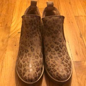 Matisse NWOT Leopard print softleather booties 6.5